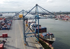 liebherr Sea-Invest-images-sts-at-antwerp-container-terminal - sm