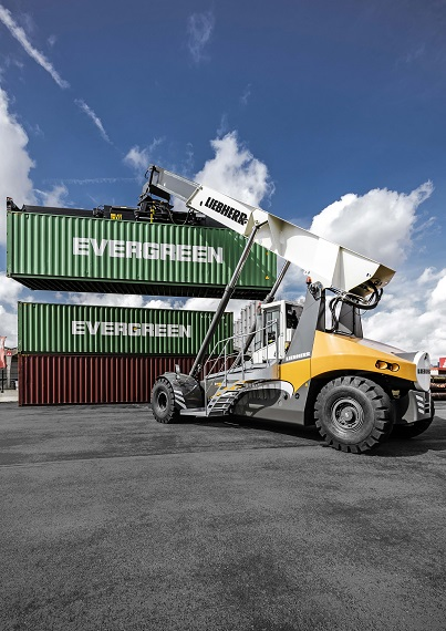 Liebherr - enlarges reachstacker portfolio -sm