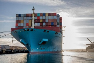 Los Angeles-largest cranes-Maerskvessel-sm